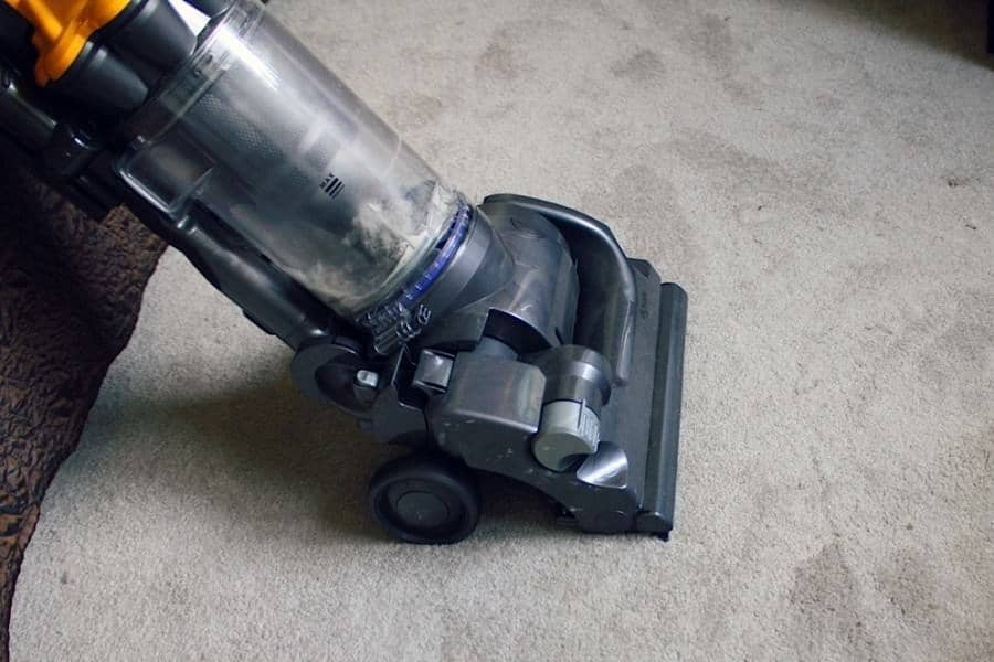 homemade carpet freshener sprinkle and vacuum
