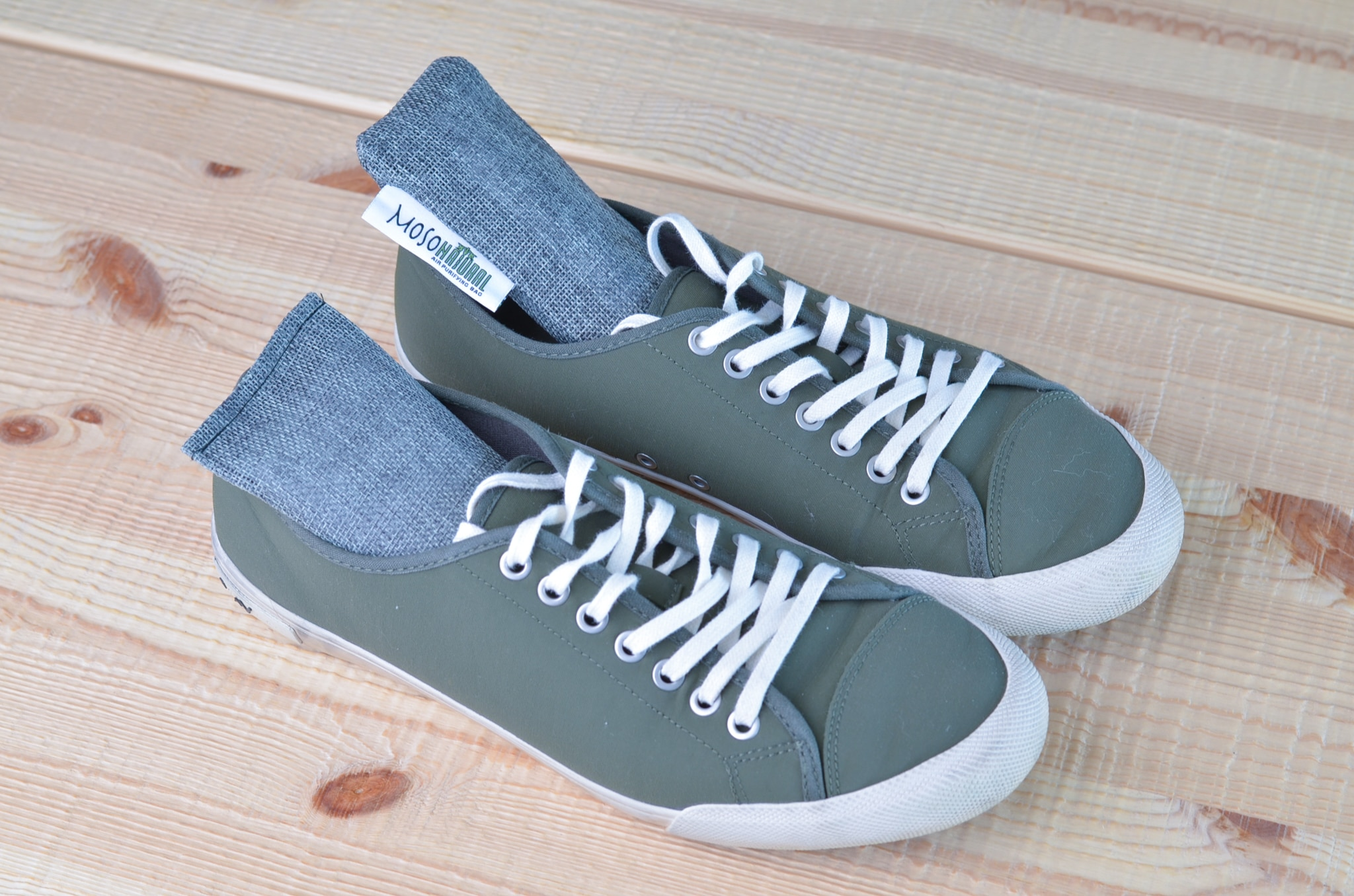 Deodorizer shoes with moso natural minis